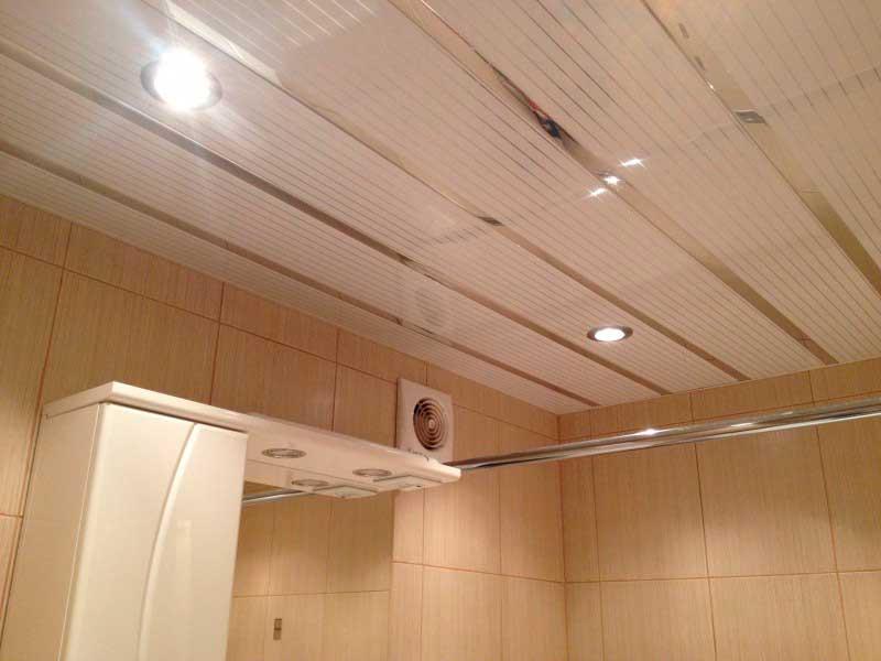 Пример алюминиевого потолка в ванной комнате