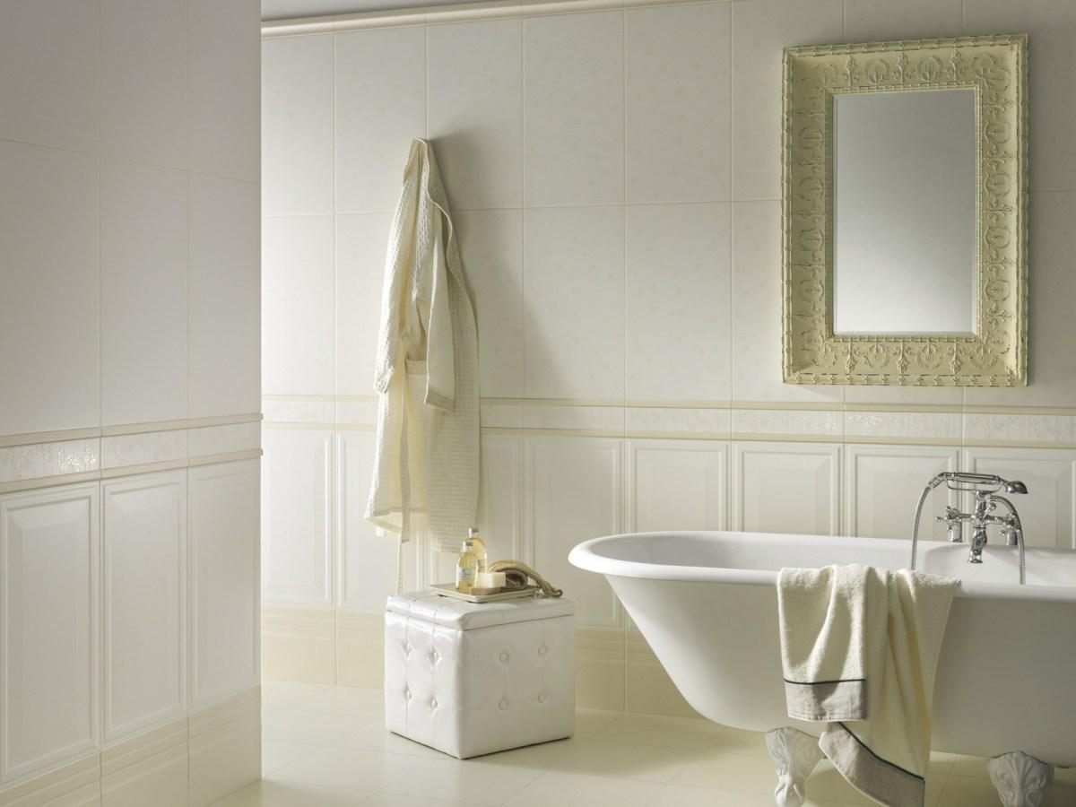 Белая плитка для ванной комнаты выглядит безупречно