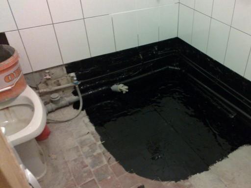 Процесс гидроизоляции пола в ванной