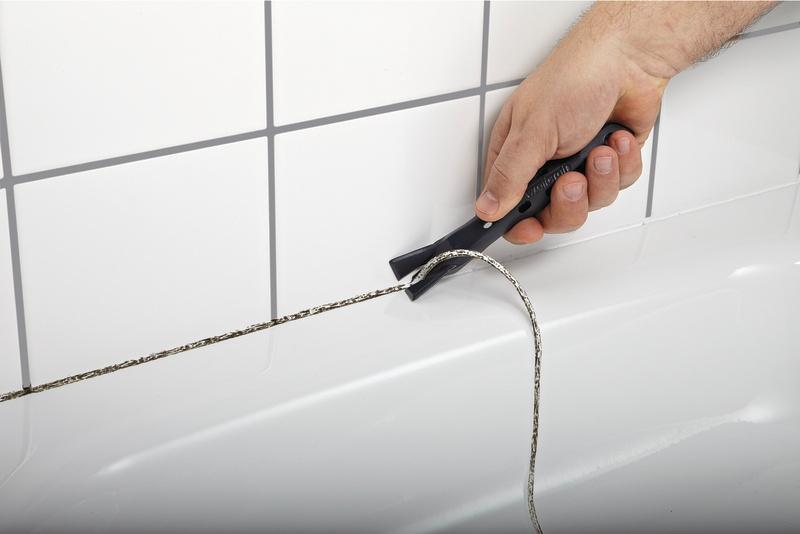 Удаление герметика с бортика ванной