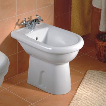 Пример установленного в ванной биде