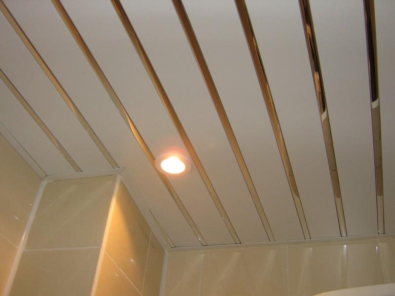 Пример реечного потолка в ванной