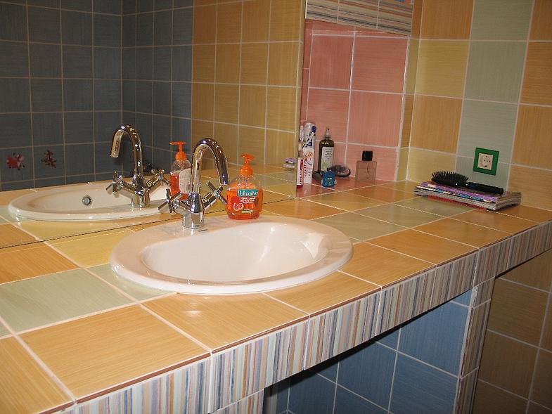 Пример столешницы в ванной